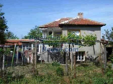 8472:1 - Rural bulgarian house in good condition for sale