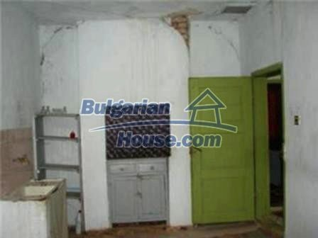 8475:4 - Rural country bulgarian house