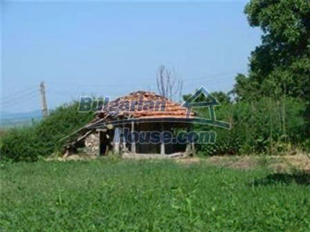 8475:6 - Rural country bulgarian house