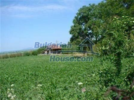8475:9 - Rural country bulgarian house