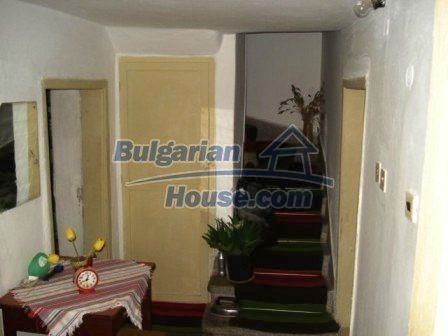 8550:11 - Rural bulgarian house in good condition for sale