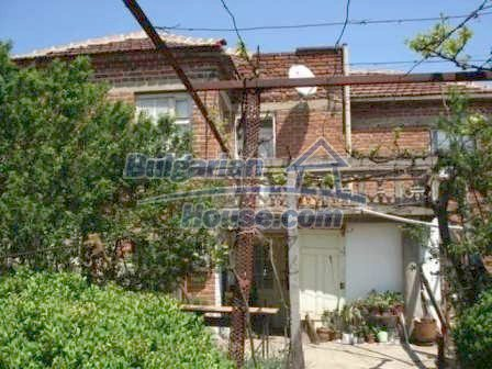 8550:10 - Rural bulgarian house in good condition for sale