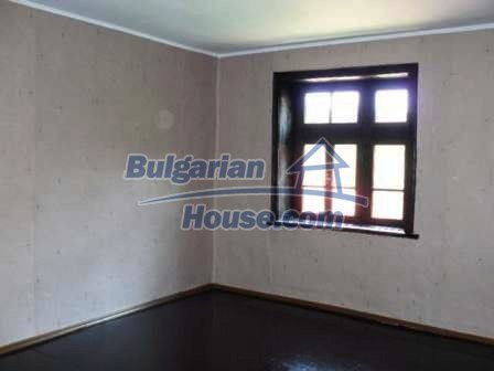 8553:11 - Rural house in traditional Bulgarian style