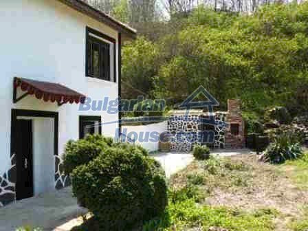 8553:7 - Rural house in traditional Bulgarian style