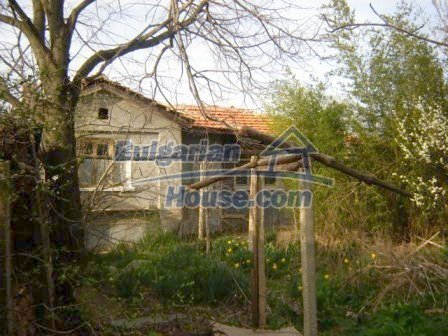 8586:1 - Small and cheap bulgarian house in a charming village near Nova