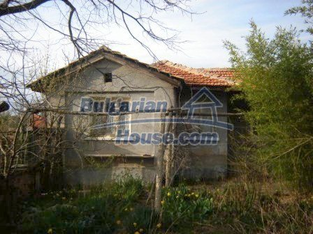 8586:2 - Small and cheap bulgarian house in a charming village near Nova