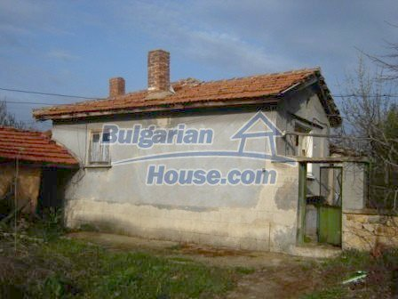 8586:3 - Small and cheap bulgarian house in a charming village near Nova