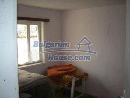 8586:7 - Small and cheap bulgarian house in a charming village near Nova
