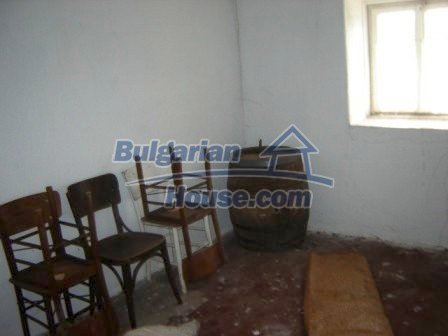 8586:8 - Small and cheap bulgarian house in a charming village near Nova
