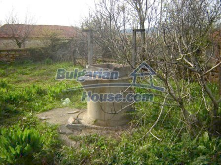 8586:10 - Small and cheap bulgarian house in a charming village near Nova