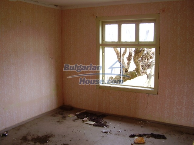 8703:2 - Cheap bulgarian house for sale near dam lake in Vratsa region