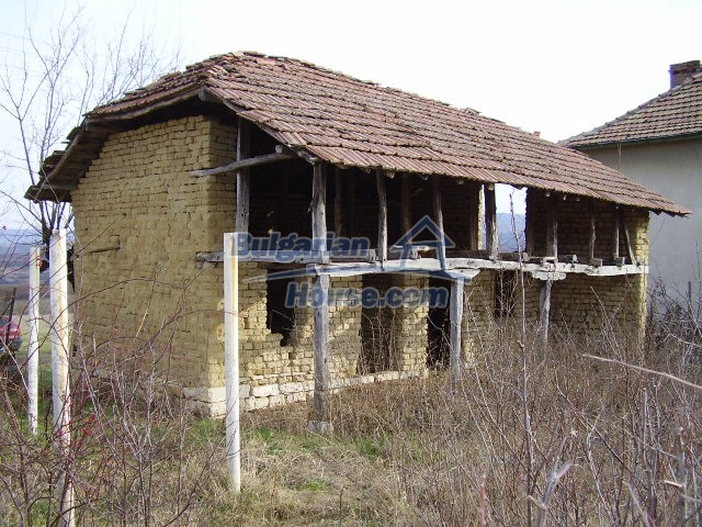 8703:9 - Cheap bulgarian house for sale near dam lake in Vratsa region