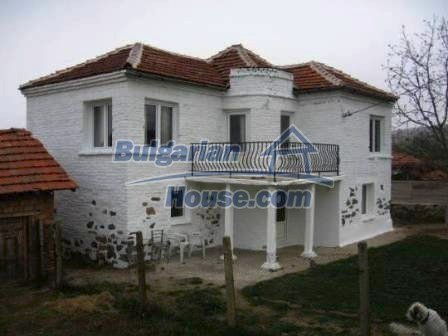 8799:3 - Lovely Bulgarian house for sale with huge yard