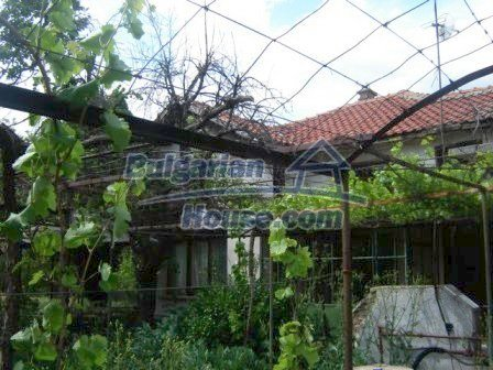 8808:1 - A lovely Bulgarian house with a spacious yard