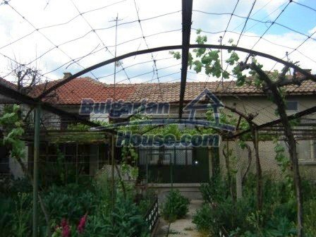 8808:3 - A lovely Bulgarian house with a spacious yard