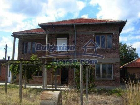 8832:1 - Lovely bulgarian house in Nova Zagora region with spacious garde