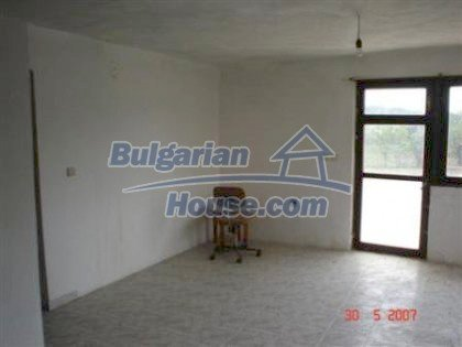 6810:7 - Brick built up bulgarian house in very good condition near the s