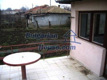 6810:9 - Brick built up bulgarian house in very good condition near the s
