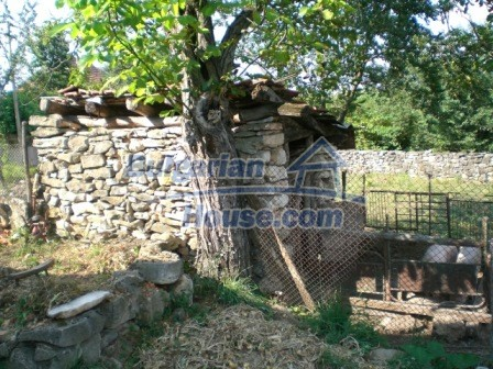 8997:18 - A two storey brick built bulgarian house in a village close to B