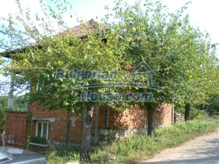 8997:19 - A two storey brick built bulgarian house in a village close to B