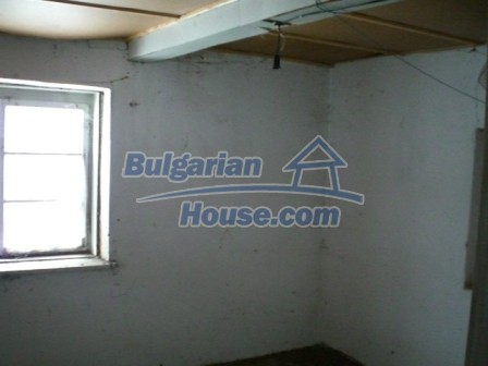 9000:3 - Cheap Bulgarian house located in a village just 12km away from Y