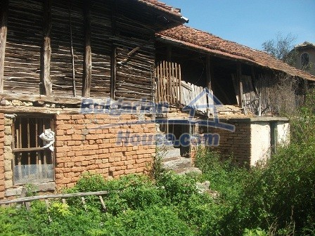 9033:18 - Rural Bulgarian house with spacious garden of 2800sq.m