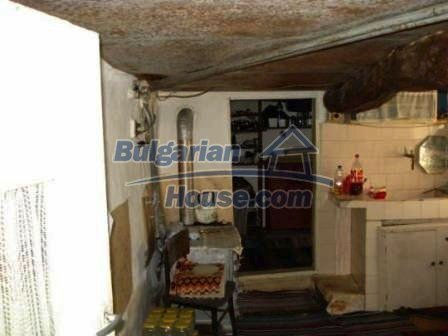 9129:12 - Bulgarian house for sale with huge garden