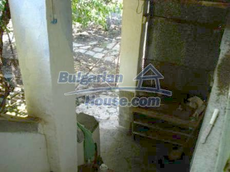 9129:10 - Bulgarian house for sale with huge garden