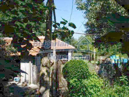 9129:1 - Bulgarian house for sale with huge garden
