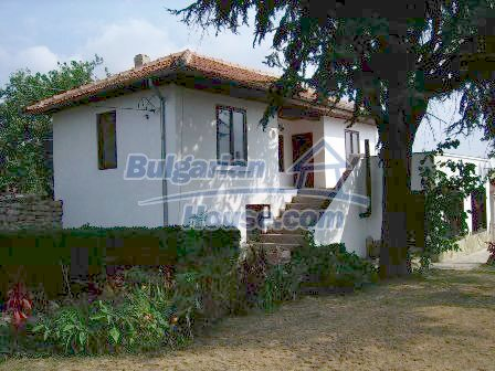 9303:2 - Fully Renovated Bulgarian house in the village of Avren