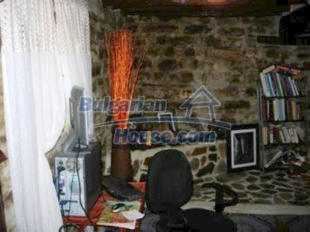 9303:10 - Fully Renovated Bulgarian house in the village of Avren
