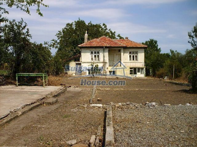 7935:21 - DISCOUNTED BARGAIN PROPERTY .Two bulgarian houses for the price