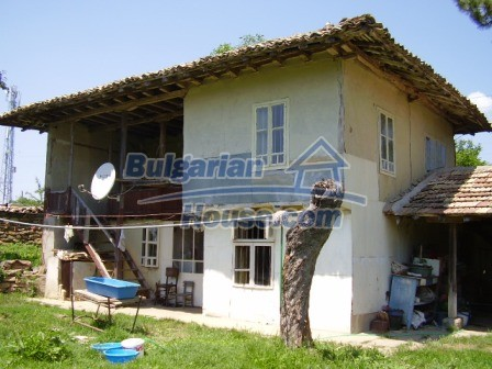 9348:1 - Cheap house in Bulgaria with huge garden, near Veliko T