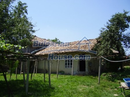 9348:4 - Cheap house in Bulgaria with huge garden, near Veliko T