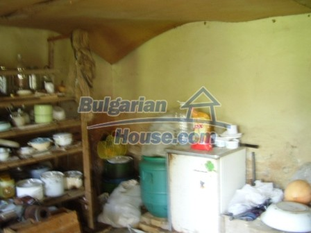 9348:10 - Cheap house in Bulgaria with huge garden, near Veliko T