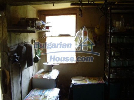 9348:11 - Cheap house in Bulgaria with huge garden, near Veliko T