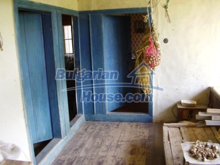 9348:13 - Cheap house in Bulgaria with huge garden, near Veliko T