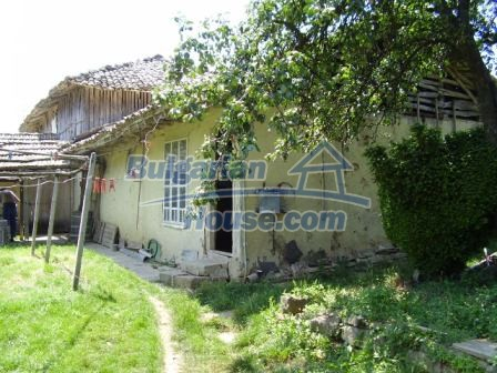 9348:7 - Cheap house in Bulgaria with huge garden, near Veliko T