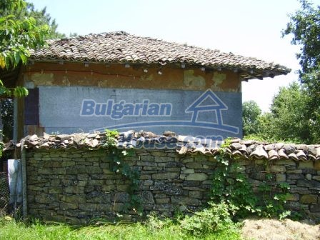 9348:22 - Cheap house in Bulgaria with huge garden, near Veliko T