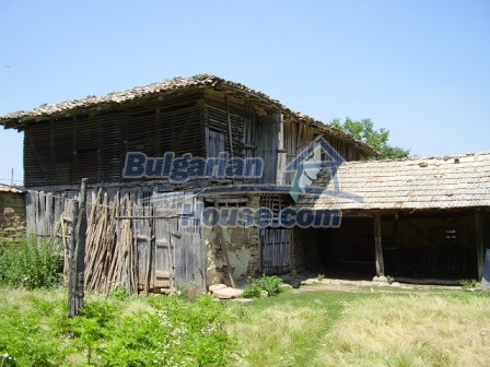 9348:26 - Cheap house in Bulgaria with huge garden, near Veliko T