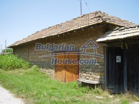 9348:31 - Cheap house in Bulgaria with huge garden, near Veliko T