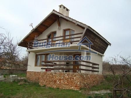 9360:4 - Buy cheap Bulgarian house only 3km away from the sea