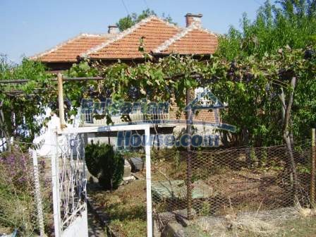 9420:1 - Cozy Bulgarian house for sale near Elhovo town
