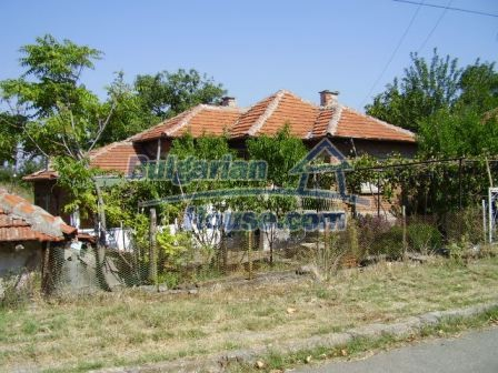 9420:23 - Cozy Bulgarian house for sale near Elhovo town