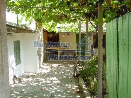 9423:2 - Cheap Bulgarian property in a calm and nice village