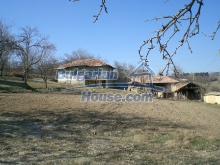 10094:11 - Old traditional Bulgarian house for sale near dam lake