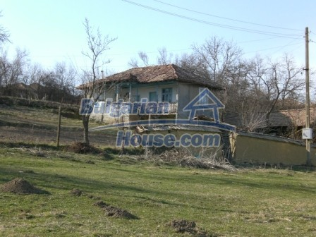 10094:8 - Old traditional Bulgarian house for sale near dam lake