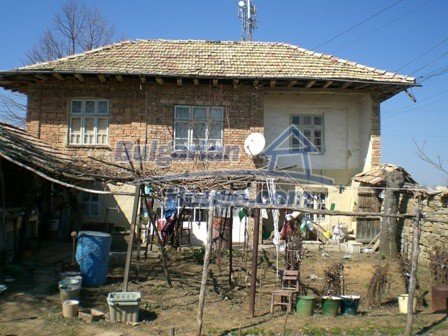 10095:1 - Cheap traditional Bulgarian property for sale