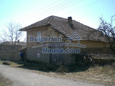 10095:3 - Cheap traditional Bulgarian property for sale
