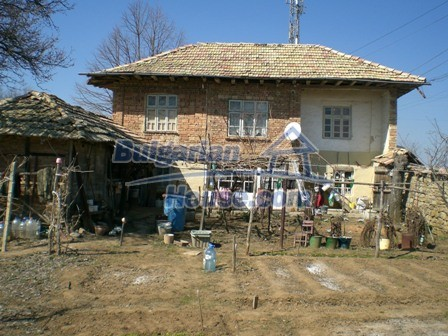 10095:4 - Cheap traditional Bulgarian property for sale